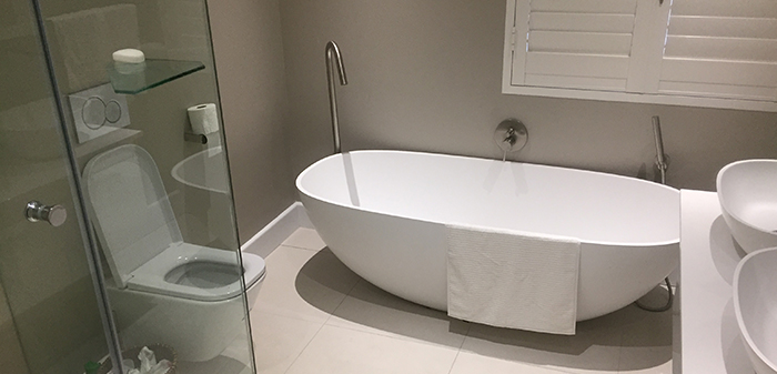 bath tub bathroom done by Vishay Interiors